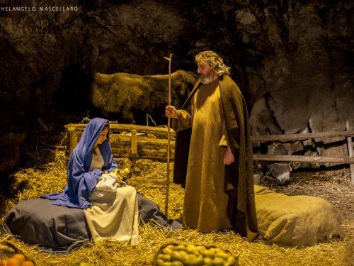 Dal 25 dicembre a Custonaci prende vita uno dei presepi viventi piu' belli d'Italia.