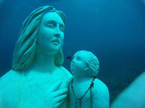 Sul fondale di Custonaci giace una statua della Madonna pesante 11 tonnellate.