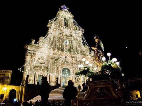 La festa dell'Immacolata in Sicilia: novene e processioni che non temono l'usura del tempo
