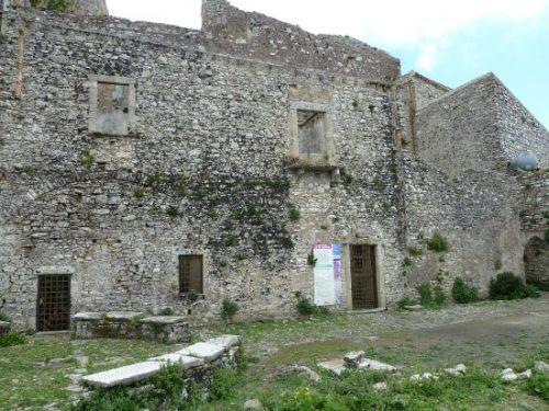 """""""BELLINA"""", il fantasma che si aggira tra le case abbandonate di Monte Erice."""