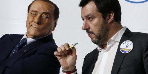 Salvini fa cadere il governo per avere più poltrone. Dopo l'estate nuove elezioni.