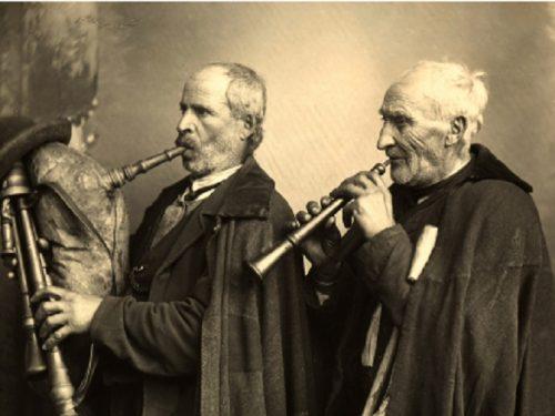 """I """"Ciaramiddari"""" e gli Zampognari siciliani: i suoni del Natale che affascinano e fanno sognare"""