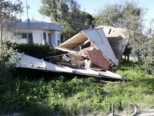 Il vento ha provocato ancora danni a Custonaci. Operai a lavoro per il ripristino.
