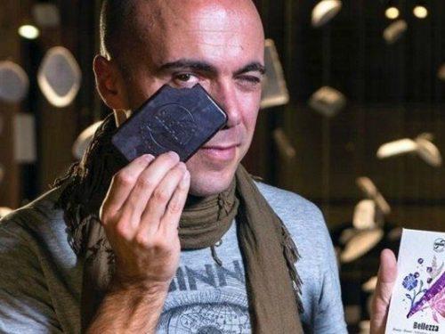 Simone, il veronese che ha lasciato il mondo della finanza per produrre cioccolato a Modica, in Sicilia