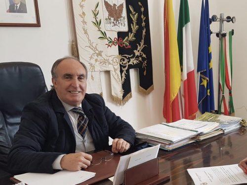 """Il Sindaco di Custonaci scrive ai cittadini: """"È indispensabile rimanere in casa""""."""