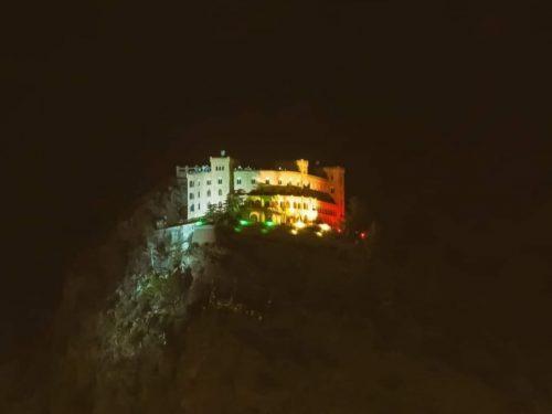 Coronavirus, il castello Utveggio di Palermo si illumina con i colori del tricolore.