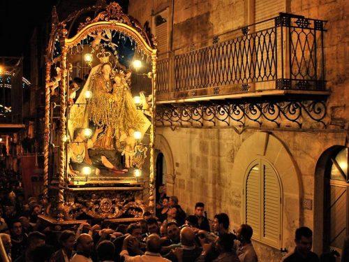 Mussomeli e la Madonna dei Miracoli, un culto radicato nella tradizione e nella cultura della città.