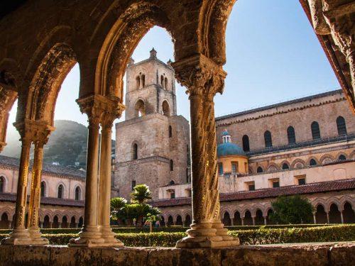 Chiostro del Duomo di Monreale: una foresta di meravigliose colonne e capitelli