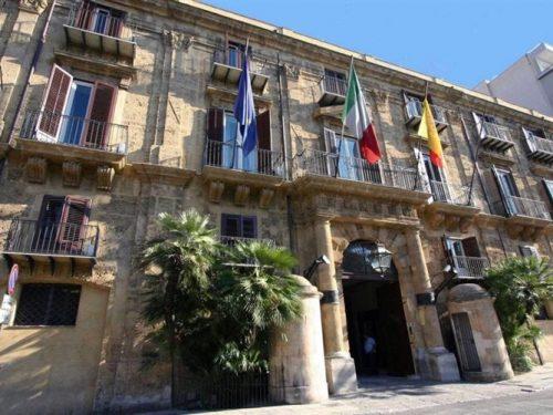 A rilento la cassa integrazione in Sicilia, gli impiegati chiedono un bonus di 10€ a pratica.