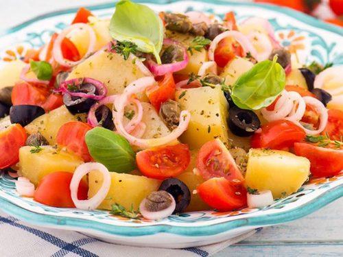 Insalata pantesca: piatto tipico dell'isola di Pantelleria, un'esplosione di sapori mediterranei