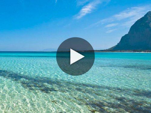 In Sicilia: spiagge sicure per i bambini, coste da esplorare, fondali da scoprire. Il mare ti aspetta