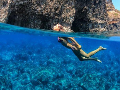 Quello di Pantelleria è il mare più bello d'Italia. Legambiente assegna all'isola le Cinque Vele