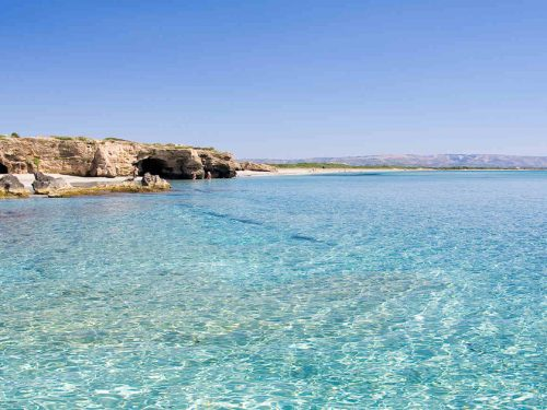 Pozzallo: sabbia dorata e mare blu intenso. La sua storia nasce dal mare e continua con esso