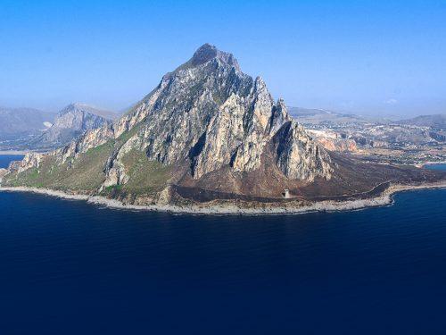 Salviamo la Sicilia dagli incendi. Il 9 Agosto in marcia a Monte Cofano contro i piromani