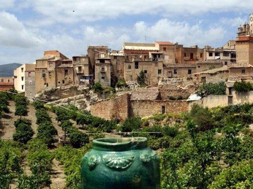 Burgio, antico borgo medioevale nell'agrigentino, ricco di arte e di tradizioni, patria delle campane