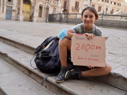 La storia di Romeo: A piedi da Palermo a Londra a soli 10 anni per riabbracciare la Nonna