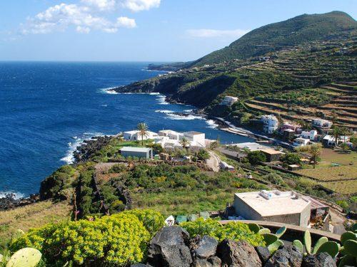 Un antico porto e due navi di epoca romana giacciono nel fondale di Cala Gadir a Pantelleria