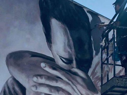 """""""L'abbraccio"""", opera simbolo dell'accoglienza, di Salvo Ligama, cambia il volto di San Vito Lo Capo"""