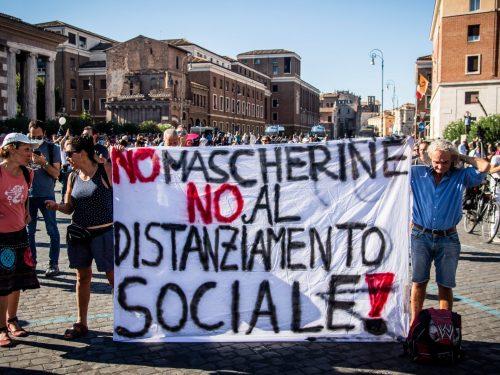 Se l'Italia subirà un nuovo lockdown sarà colpa di chi nega l'esistenza del virus