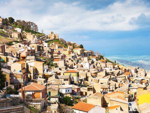 """Aidone: il """"balcone di Sicilia"""" immerso tra i boschi e i panorami suggestivi dell'entroterra siciliano"""