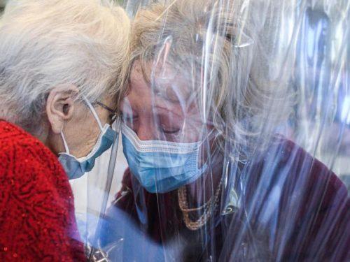 """A Castelfranco Veneto la """"Stanza degli Abbracci"""": il primo vaccino contro  la solitudine e l'abbondono"""