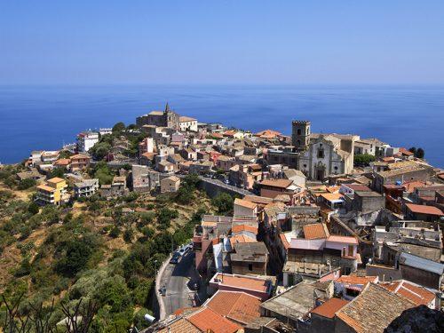 """Forza d'Agrò: il caratteristico borgo medievale siciliano che fu set del film """"Il Padrino"""""""
