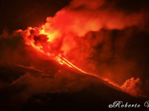 L'Etna torna ad eruttare: in serata una nuova colata dal cratere di sud est