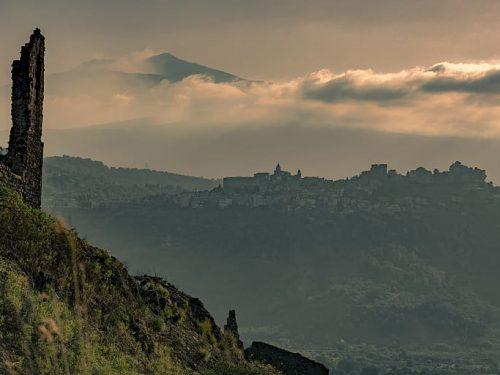 Francavilla di Sicilia: la magia del borgo del parco dell'Alcantara tra i Peloritani e i Nebrodi.