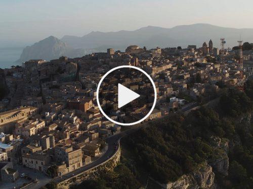 La voce del vento che canta e racconta le bellezze di Trapani in un video che emoziona