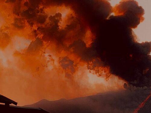 L'Etna torna a fare paura. Pioggia di cenere e lapilli su gran parte della provincia di Catania